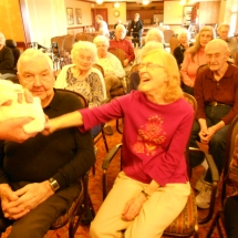 magician robert, magic bob, arbor lakes senior living, senior citizen magic show