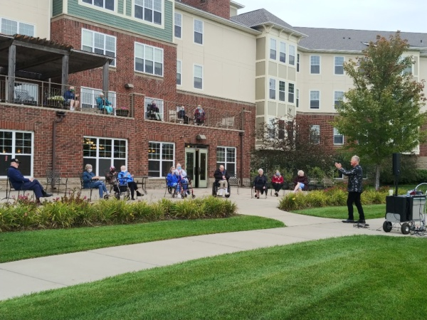 Tenants enjoying one of Jim Gerber's recent outdoor concerts at Arbor Lakes Senior Living.